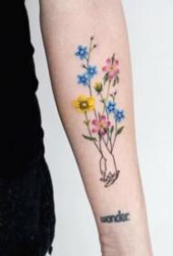 18组清新的小花草女神专属纹身图