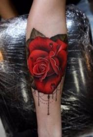 玫瑰纹身图  艳丽动人而又色彩鲜艳的玫瑰纹身图案