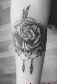 黑色玫瑰纹身图案 10张颜色十分厚重的黑色玫瑰纹身图案