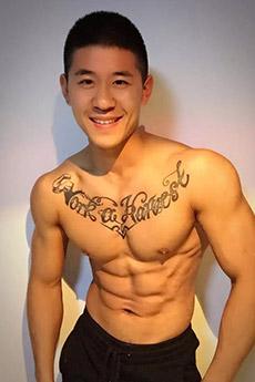 平头肌肉纹身帅哥图片