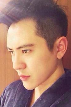 中国美男模帅哥迷人自拍照片