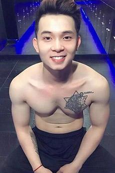 纹身帅哥图片  一个有纹身的肌肉小鲜肉帅哥图片