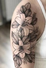 17組漂亮的黑灰點刺紋身小圖片