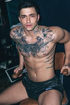 纹身超帅的欧美阳光肌肉帅哥图片