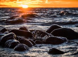唯美海边岩石高清桌面壁纸欣赏