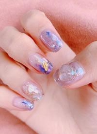 一组好看的春夏紫色系美甲图片欣赏