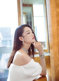 李沁白皙仙气性感写真图片欣赏