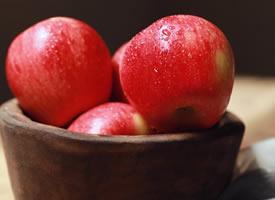 一组红红的超有意境感的苹果图片