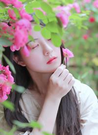 清新文艺美女白嫩诱人写真图片