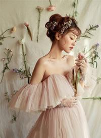 简单甜美的仙系新娘造型,有着少女的青涩感