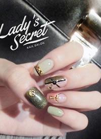 長指甲女生適合的美甲款式,顯得手指更加修長