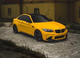 BMW M2 大片来袭鲜亮的黄色 如此耀眼