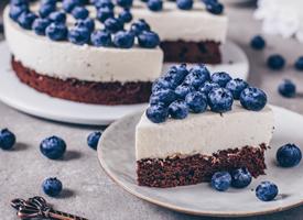 一组精致可口蓝莓蛋糕图片欣赏