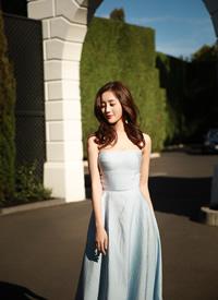 王梓薇戶外長裙優雅美照圖片欣賞