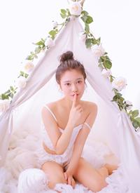 极品美女学生妹吊带美乳性感写真