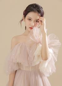蕾丝美女诱人纱裙性感吊带写真