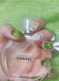 清爽的绿色系夏季美甲图片欣赏