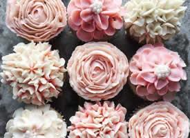 一组超美的玫瑰花纸杯蛋糕图片欣赏