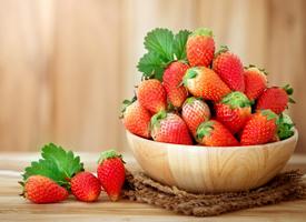清新草莓图片高清桌面壁纸欣赏