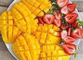 一组以芒果为主的水果拼盘图片欣赏