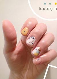 可可爱爱的一组彩色春季美甲,很适合短指甲女生