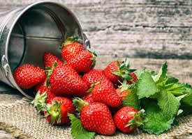 一组特有意境美感的草莓图片欣赏