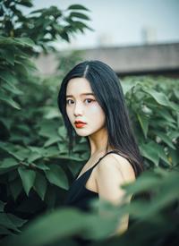 冷艳黑裙美女清凉性感写真图片
