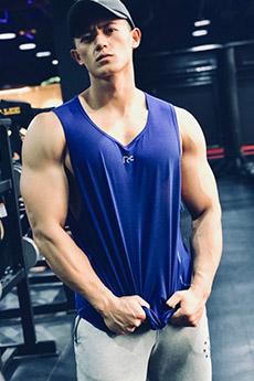 肌肉帅哥健身教练禹夏阳私房照图片