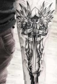 翅膀紋身 黑色的一組帥氣點線翅膀主題紋身作品