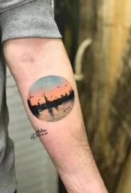 圆形风景纹身 小臂上的一组圆图形里的小风景纹身图案