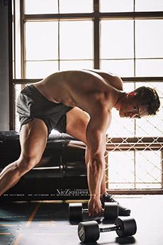 健身教练禹夏阳肌肉写真照片