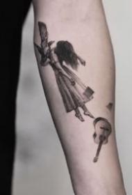 欧美的一组黑灰小纹身图片欣赏
