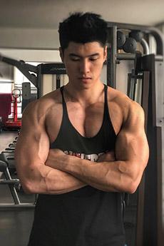 中国肌肉帅哥星教练刘兆丰生活照图片