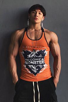 型男健身教练邓梓杭肌肉私房照图片