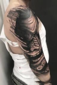 黑臂紋身 帥氣的9組深黑色系的手臂紋身圖案