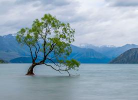 蓝天白云湖泊风景图片桌面壁纸