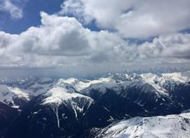 壯觀巍峨的阿爾卑斯雪山風景桌面壁紙