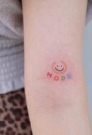 18张极简风格的小纹身图片