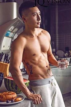 身材超好的帅哥肌肉男纹身照片