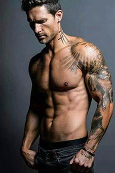 纹身欧美肌肉帅哥图片