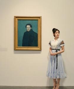 陈妍希优雅画展写真图片