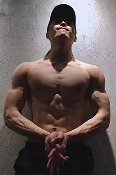 中国年轻帅哥肌肉写真大片