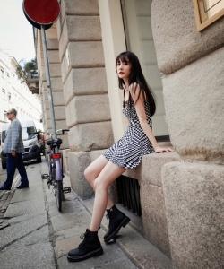 杨幂白皙性感街拍写真图片