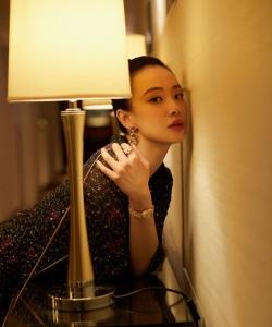 李梦复古刺绣裙优雅写真图片