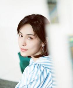 韓丹彤時尚干練寫真圖片