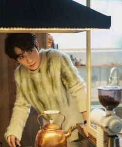 朱一龙温润儒雅杂志写真图片
