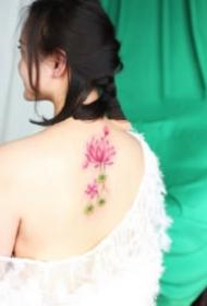 女生的一組粉色系小花花紋身圖片