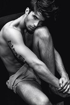 黑白欧美纹身帅哥图片欣赏