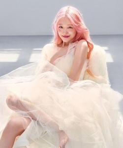 崔雪莉粉色系杂志封面写真图片