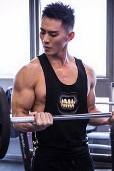 高颜值肌肉帅哥健身房写真图片
